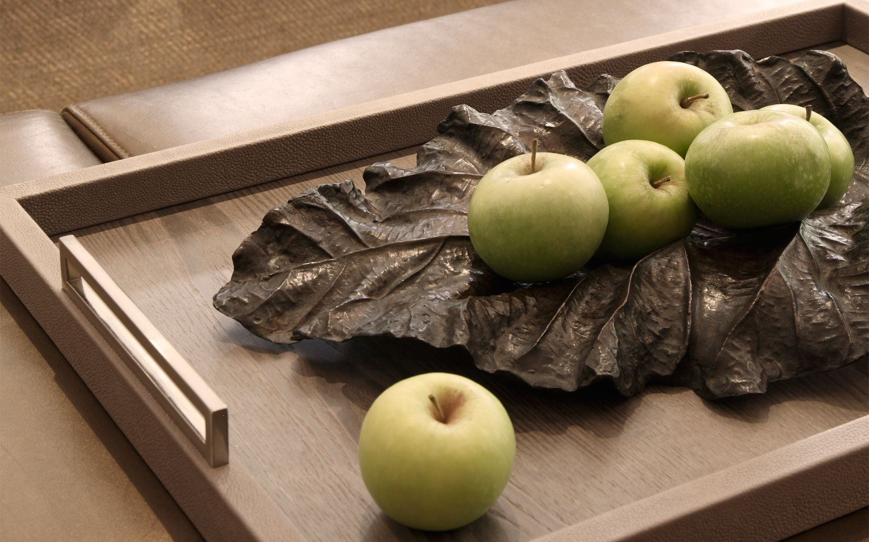 st georges hill - decorative tray with apples and leaf