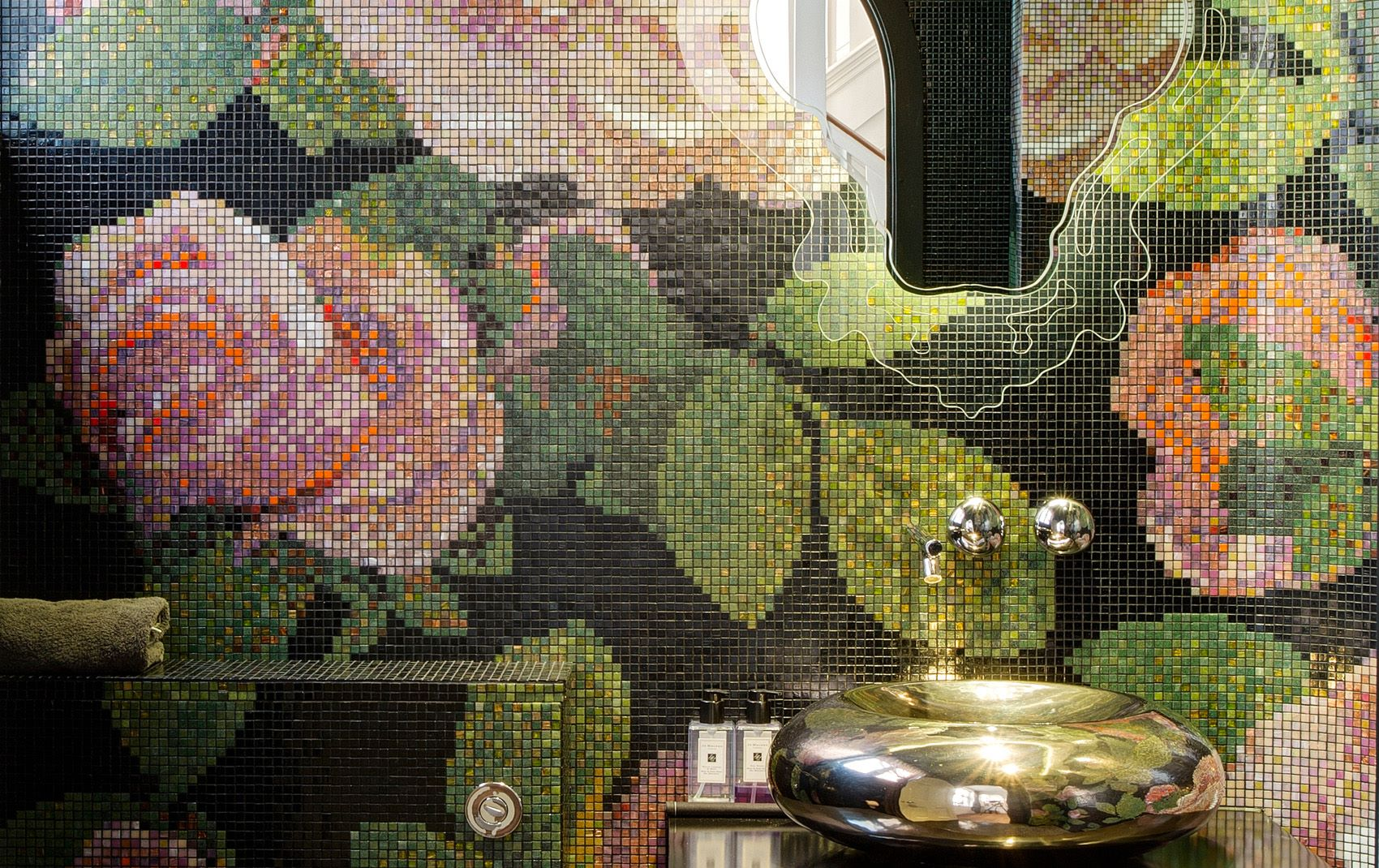 bathroom flower tile layout design